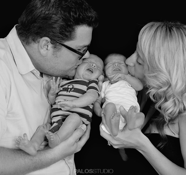 Twins Newborn Photography   Smiley Family